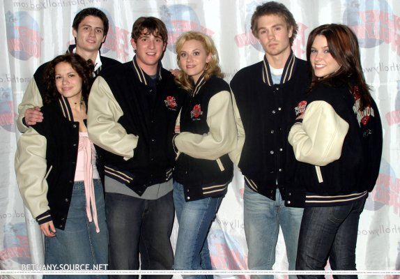 01-16-2004-Planet-Hollywood-bethany-joy-lenz-and-james-lafferty-6438518-2560-1786